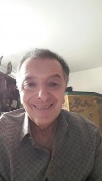 Excellent professeur de LYCEE en litterature sur Paris, disponible tout l'ETE , souhaite faire profiter de sa tres grande exp�rience